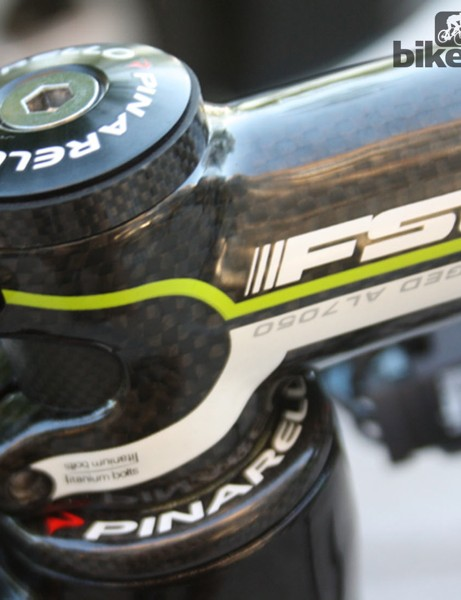 Pinarello provide a house brand headset for the Dogma frameset/Onda fork combination