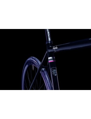 Pictured with 25mm Conti rubber, this frame has been made with wide rubber in mind