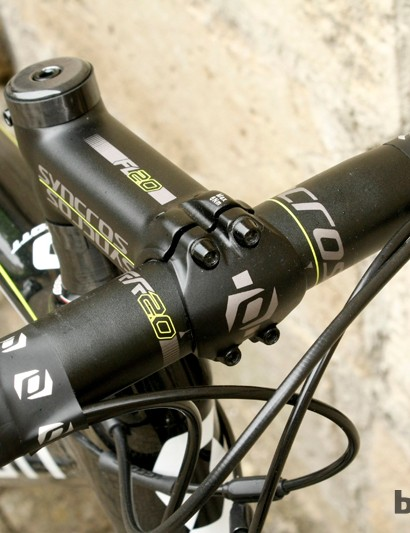 Scott house brand Syncros provide the bar and stem. The headset is an integrated Ritchey PRO part