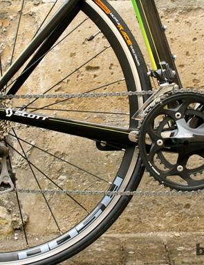 The Shimano 105 drivetrain provides reliable shifting
