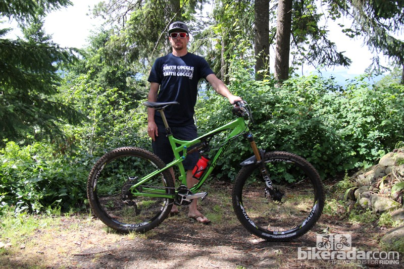Transition-sponsored racer Lars Sternberg has an interesting solution to the DOSS remote on his prototype 650b enduro race bike