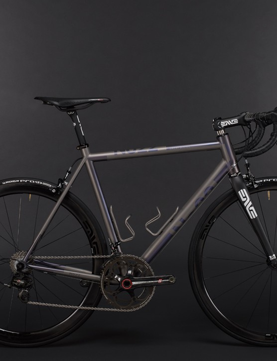 Full builds of the Great Divide are available to order, including this Campagnolo and ENVE-specced example