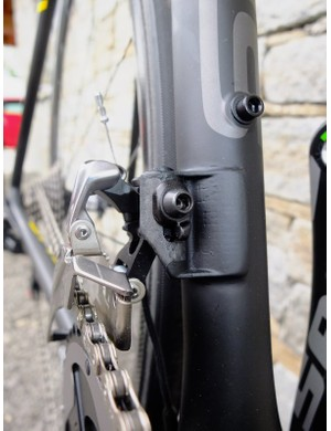 The front mech mount on the Izalco Max is a single piece of carbon fibre