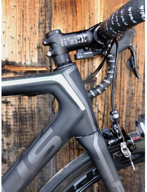 The 'Boost Box' external stiffening rib flows from the head tube into the top and down tubes