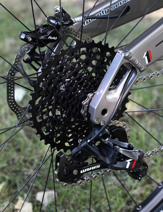 The SRAM X01 rear mech is built to the same design as XX1, as is the X01 cassette, with its 10-42T option designed around a single-ring setup. The X01 cassette is only about 15g heavier than the XX1 version