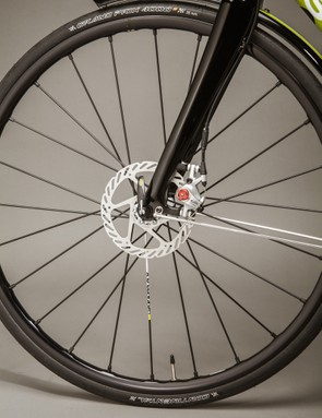 Avid BB7 are the disc calipers used on the CXR, with either SRAM Apex of Force