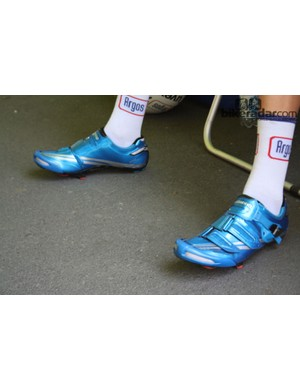 Shimano gave selected riders – including Dumoulin – special edition electric blue R320 road shoes