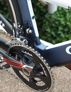 The large bottom bracket area houses FSA's oversize 386 Evo system and pairs with beefy asymmetric chainstays