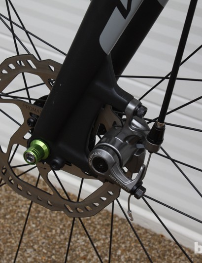 The post mount carbon fork with a security-conscious QR skewer