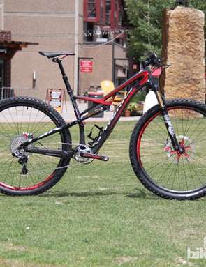 The 2014 model year marks the first time the Camber will be available in an S-Works build kit. The S-Works Camber has full carbon frame an SRAM XX1 drivetrain and tips the scales at 11kg (24.2lb) for a size large