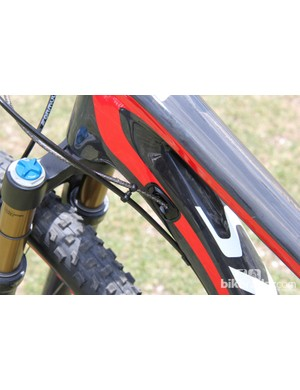 2014 marks the first year for internal shift cable routing; the rear brake line is still routed externally
