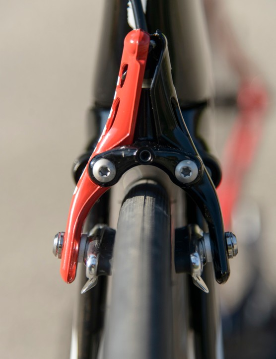 The Magura hydraulic caliper, first used by Cervélo, now makes its way onto the Shiv
