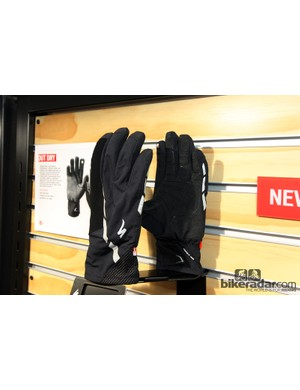 The new Specialized Deflect H20 gloves are designed to tackle extreme wet weather with an Outdry membrane that's said to be fully waterproof plus a palm that will stay grippy when wet. Reflective details are included on the back and the fingertips are compatible with touch screens