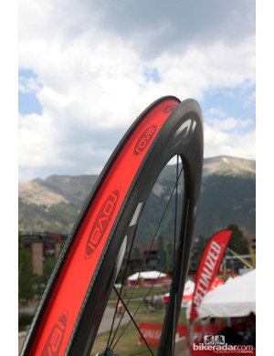 Internal width on the Roval Rapide CLX 60 carbon clinchers is a modest 17.3mm - and they're not tubeless-ready