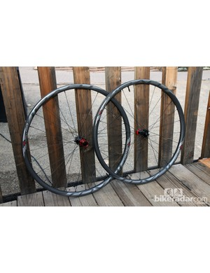 Roval's redesigned Control SL 29 mountain bike wheels get new hookless carbon fiber rims plus a higher 32-hole front and rear spoke count for increased stiffness as compared to last year's version. Claimed weight is still just 1,370g per pair - 80g lighter than before