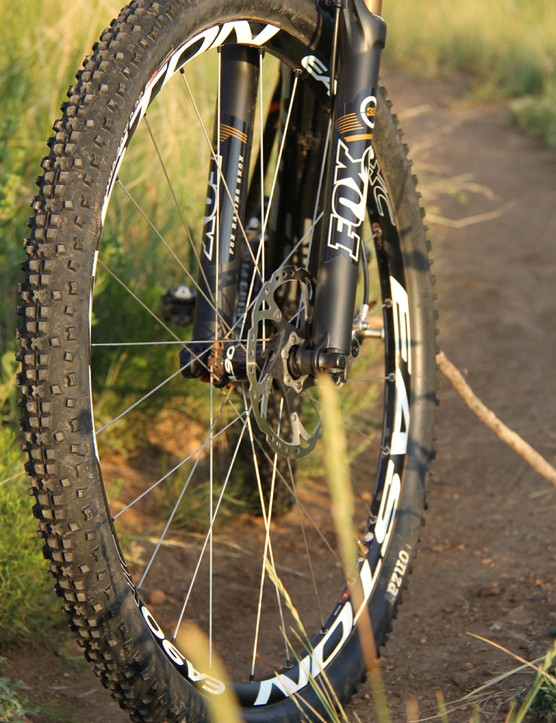 Up front, the FS01 29 comes equipped with a 100mm Fox Float CTD fork