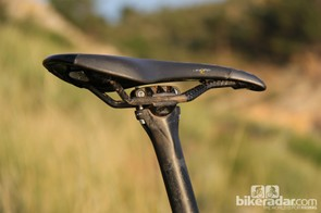 While the Easton EC70 carbon seatpost and carbon-railed Fi'zi:k Tundra saddle keep weight down on the BMC FS01 29, we would have preferred to see that money spent on a stiffer, more durable wheelset