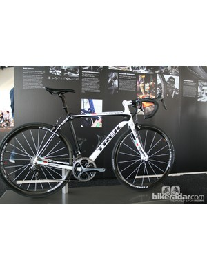 This is is the Domane that RadioShack Leopard Trek rider Yaroslav Popovych races, tricked out with a range of top Trek and Bontrager components such as the new Aeolus 3 carbon tubular wheels and XXX series componentry