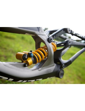 Unusually, Öhlins have mounted the TTX on spherical bearings to avoid the shaft bending when the back end is loaded laterally in turns or on landings