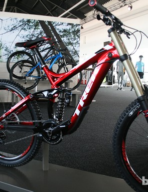 If using gravity to its fullest is your main aim, the Trek Session 88 might be the bike for you. Its aluminium frame offers 210mm of travel through its Fox DHX shock. Up front is a Fox 40 R fork plus Avid custom CODE brakes. There are three bikes in the Session family (this one sits in the middle), topped by the £7,000 9.9 (US pricing TBA)