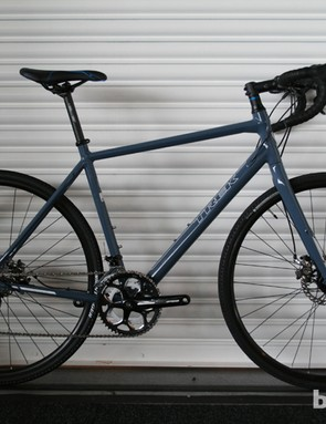 The CrossRip is a soft-cross/commuter bike ideal for the urban jungle (£1,000/US$TBA). The Alpha Aluminium frame comes with all the relevant guides and mounts ready to ensure you get across town safe and dry, while Hayes CX5 mechanical disc brakes are provided for reliable stopping in the wet