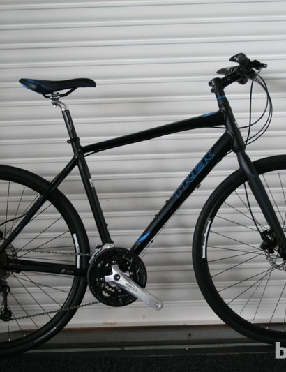 At £675 (US pricing TBA), the 7.4 FX Disc is priced well for those looking for a dependable urban commuter. The inclusion of Hayes hydraulic disc brakes and ergo grips should also appeal to those looking for safety and comfort. In a bid to ensure that punctures are prevented as much as possible, Bontrager AW1 Hard-Case tyres are fitted