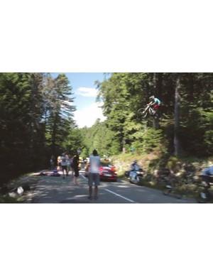 Romain Marandet's jump over Tour de France leaders on the Annecy-Semnoz climb