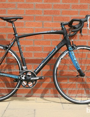 The Raleigh Revenio range is updated for 2014, with four carbon models starting with the £1,400 Revenio 1 (8.9kg, Tiagra) and leading up to the Revenio 4 (22-speed Ultegra Di2, £3,000). There are also four aluminium Revenio models sharing a frame said to be 100g lighter than the 2013 model (based on medium sizing)