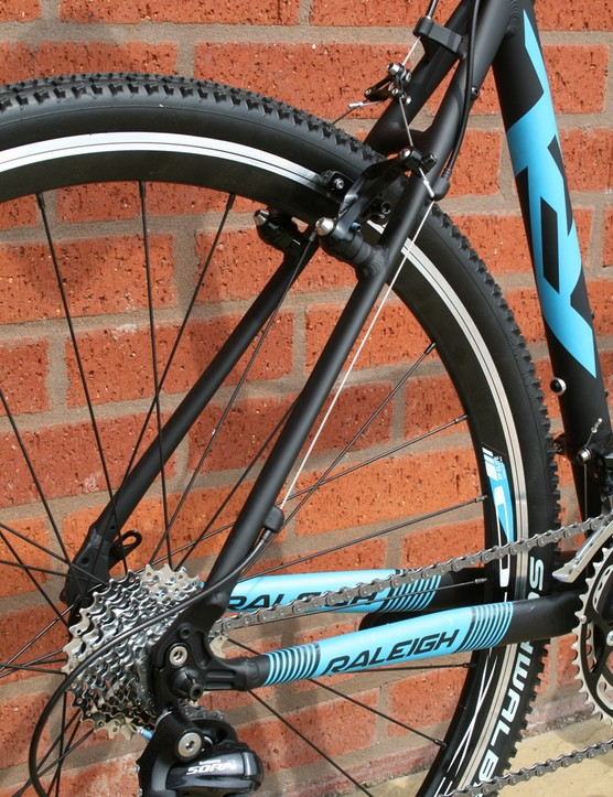 The Raleigh RX Elite's kit includes 20-speed Shimano Sora and Schwalbe Rapid Rob tyres, while the Tektro CR710 cantilever brakes have inboard levers