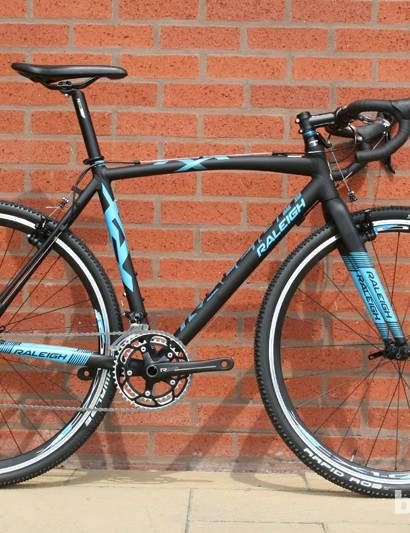 A double-butted aluminium frame and fork and 46/36 chainset feature on the £800 Raleigh RX Elite cyclocross bike. Its £1,200 big sister shares the frameset but runs Avid BB7 mechanical discs instead of Tektro CR710 cantilevers
