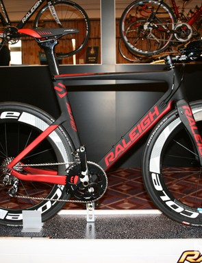 New to Raleigh's range is a pair of UCI-approved time trial bikes. The Aura Team has a claimed weight of 8.8kg, a carbon frame and fork with hidden brakes, 85mm-deep Cole C85 Lite rims and 22-speed SRAM Force 22. It costs £4,000