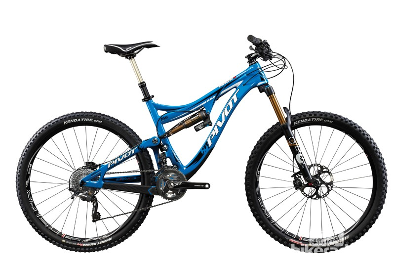 The Mach 6 has a lower bottom bracket, shorter chainstays, and longer top tube than the 26in-wheeled Mach 5.7