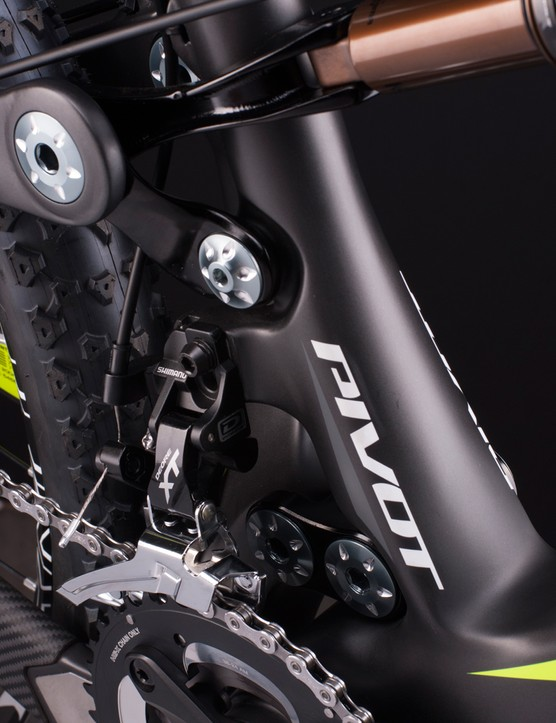 The Mach 6 uses a clevis that wraps around the seat tube to drive the shock