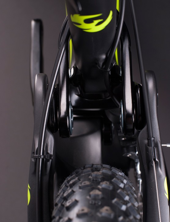 Pivot claims the Mach 6 can easily fit a 2.35in-wide tire