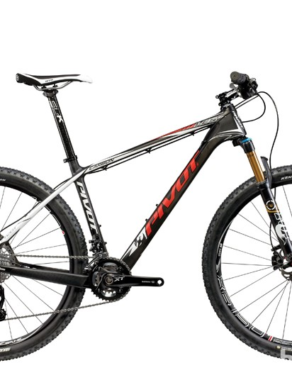 The LES 27.5 shares some, but not all, features with its big-wheeled brother