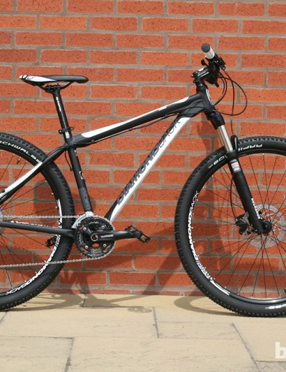 Diamondback have four aluminium 29ers in the 2014 range, with the Axis at the top. The bike has a RockShox XC 32 TK 100mm travel fork and a 10-speed XT groupset. The spec isn't much different to that of the 2013 model, but the price has dropped by around £100 to £900. Other Diamondback 29ers are the Descent (£475), Ascent (£700) and Apex (£800)