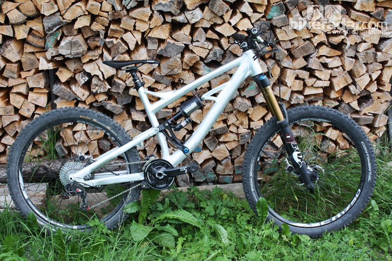 The all-new Sky Fire replaces the Beef Cake FR as Rose's freeride machine