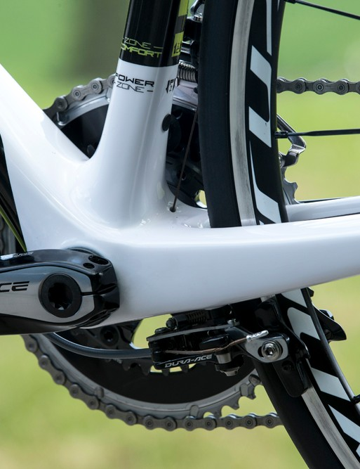 Here's the repositioned brake on the Solace 10. While ride comfort was the main motivation for this design, Scott found that the beefier frame structures in this area lead to better braking. Shimano's new 6810 rear aero brake deserves some credit, too
