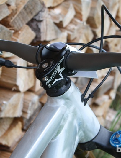 Internal cable routing keeps things tidy on the Rose Sky Fire