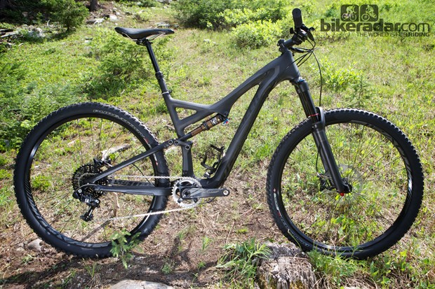 The 2014 Specialized Stumpjumper FSR Expert Carbon EVO 29 has more travel and slacker geometry than the standard Stumpjumper FSR 29ers