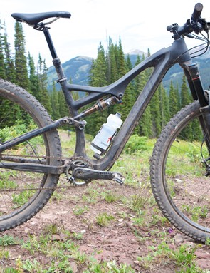 The 2014 Specialized Stumpjumper FSR Expert Carbon EVO 29 has a carbon front triangle and an alloy rear end