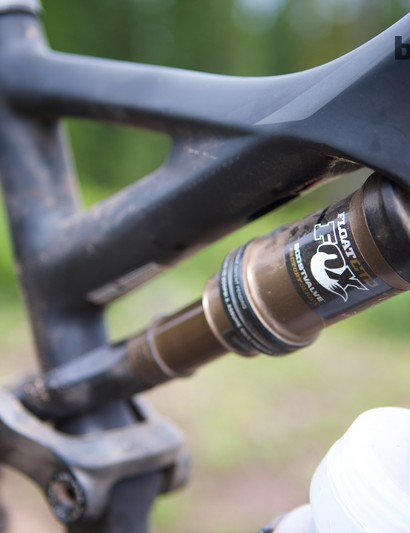 The 2014 Specialized Stumpjumper FSR Expert Carbon EVO 29 comes with a Fox Float CTD shock that gives the bike 135mm of rear wheel travel, 5mm more than on the standard Stumpjumper FSR 29ers