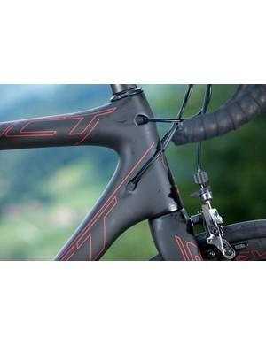 The Scott Addict SL's head tube, top tube and down tube are produced as a monocoque. The head tube is 1 1/4in to 1 1/8in, which Scott say provides excellent strength