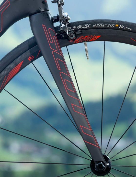 The Scott Addict SL fork is made from the same HMX-SL grade of carbon fibre as the frame. We weighed one in at just 278g