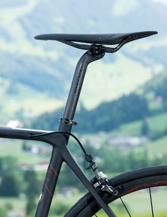 This is about as high-end as seating gets – a Ritchey Superlogic Carbon seatpost and Fi'zi:k Arione 00 saddle help keep bike weight under 6kg