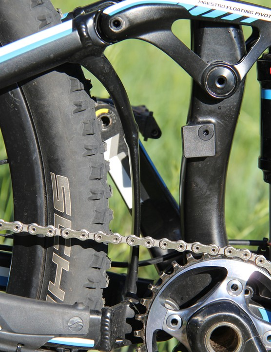 Note the brace connecting the seat- and chainstays, and the direct mount for the front derailleur