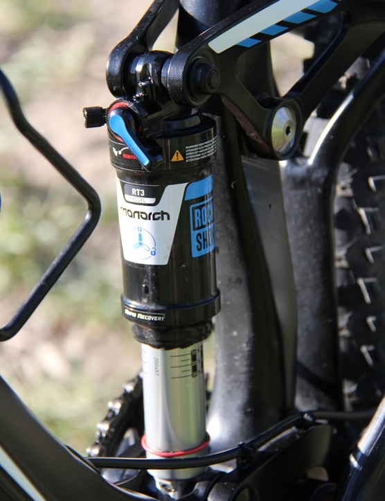 The Trance Advanced 27.5 0 comes with a RockShox Monarch RT3 shock. Unlike some other dual-link bikes, it relies more on platform damping than anti-squat to combat unwanted suspension movement