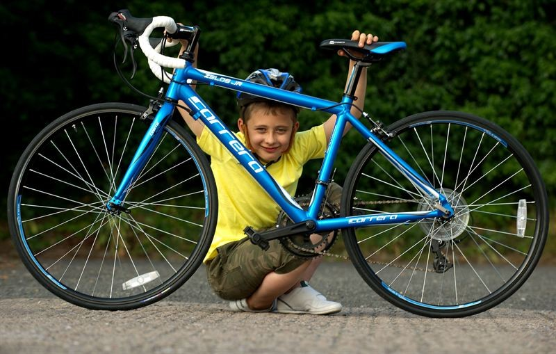 The Halfords Carrera Zelos Junior road bike is designed for kids and teenagers aimed 11 to 14 years