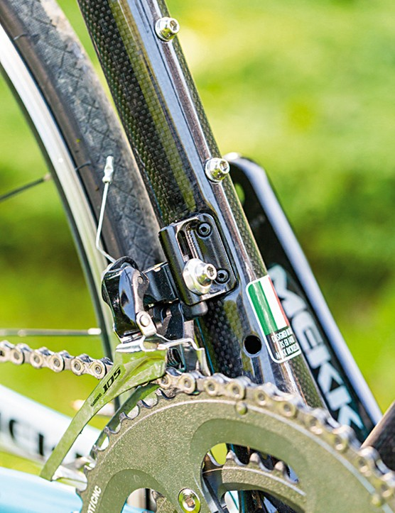 Shimano 105 shifters and derailleurs are a step up from the Tiagra parts we'd normally expect at this price