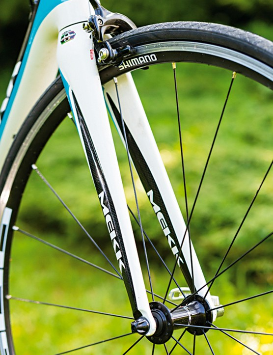 The full-carbon fork has broad legs and a tapered steerer tube to boost front end stiffness and steering accuracy